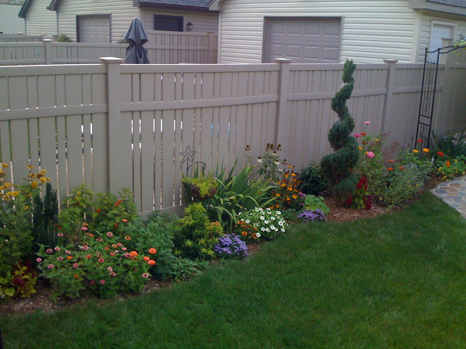 gardens and flower beds tenax garden fence it can be used as a